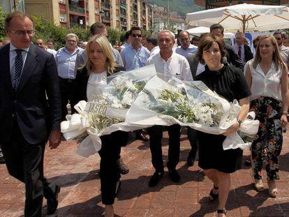 Soraya Sáenz de Santamaría, Mari Mar Blanco y Alfonso Alonso, este viernes en el homenaje al edil de Ermua asesinado en 1997.