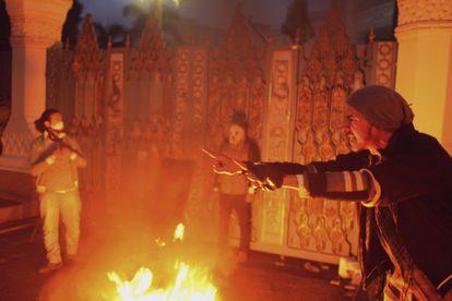Enfrentamientos frente al palacio presidencial de El Cairo.