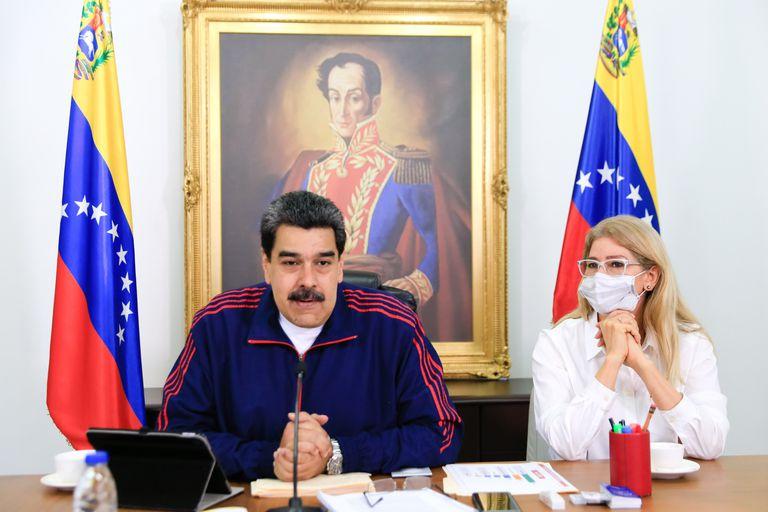 El presidente venezolano, Nicolás Maduro, y su esposa, Cilia Flores, durante una comparecencia.
