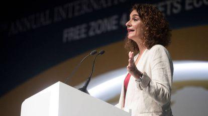 La ministra de Hacienda, María Jesús Montero, habla durante la inauguración en Barcelona de la quinta edición del Congreso Mundial de las Zonas Francas.