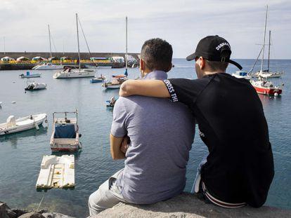 Los dos hermanos, en el puerto de Arguineguín, en Gran Canaria.