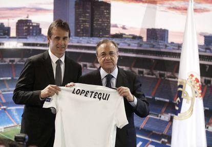 Julen Lopetegui, durante su presentación como entrenador del Real Madrid junto a Florentino Pérez.