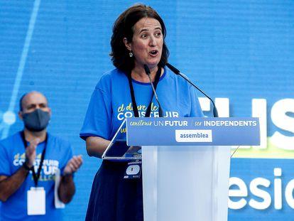 La presidenta de la ANC Elisenda Paluzie (c) acompañada del vicepresidente de Òmnium Cultural, Marcel Mauri (i), en la Diada de 2020.