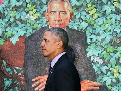 Barak Obama, expresidente de Estados Unidos, ante su retrato.