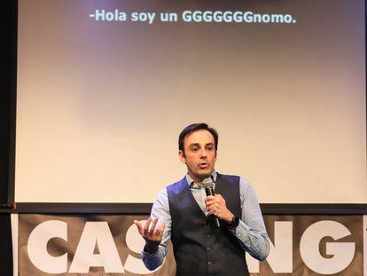 Pedro Llamas, en un momento de 'El cluvb de los tarados', en el Teatro Pequeño Gran Vía.
