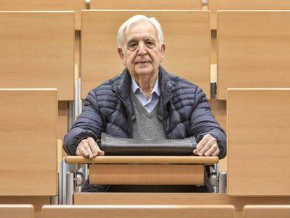 Miguel Castillo, el hombre de 80 años que se va con la beca Erasmus a Italia, en la facultad de Historia de Valencia.