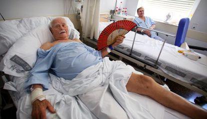 Dos de los pacientes del Hospital Clínico que permanecen ingresados sin climatización.