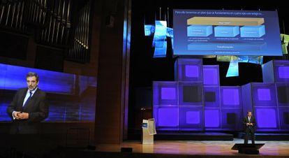 Acto de presentación de Telefónica, a cargo de Luis Miguel Gilpérez.