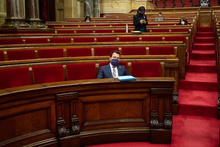 Pere Aragonès en la primera sesión de control al Govern en el Parlament de Cataluña tras el cese de Torra.