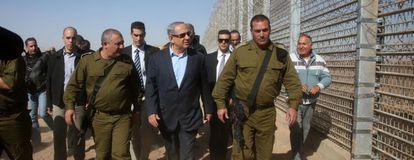 Benjamín Netanyahu visita la nueva valla en la frontera con Jordania