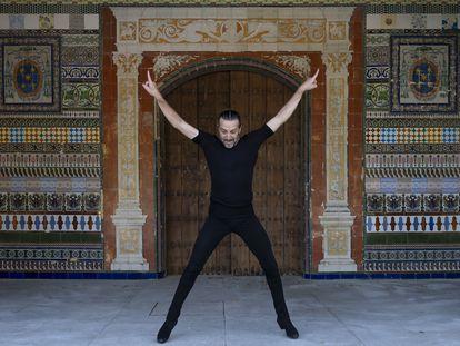 El bailaor Andrés Marín durante un ensayo de 'La vigilia perfecta' en el Monasterio de la Cartuja, Sevilla, el pasado 9 de septiembre.