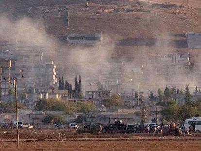 Humareda tras una explosión en la ciudad fronteriza e Kobane.