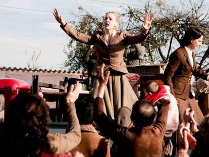 La actriz argentina Julieta Cardinali dando vida a Eva Perón en la miniserie dirigida por Agustí Villaronga.