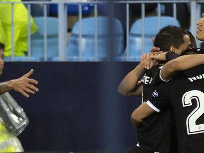 El Sevilla celebra el gol de Correa.