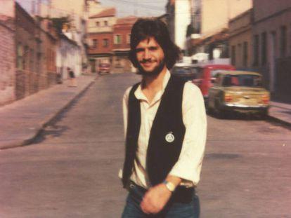 Vicente Cuervo fotografiado en Vallecas en 1979
