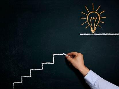 El dibujo en tiza de cómo se alcanza una idea.