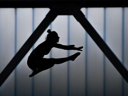 Una gimnasta irlandesa en el centro de entrenamiento de Dublin el pasado mes de junio.