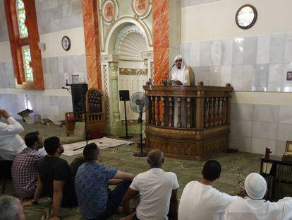 Rezo del Viernes en la Mezquita de la M-30 de Madrid.