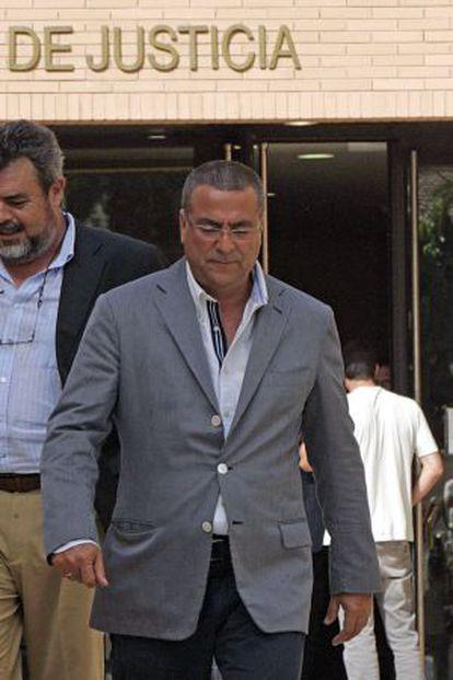 El constructor Enrique Ortiz sale de los juzgados de Alicante.