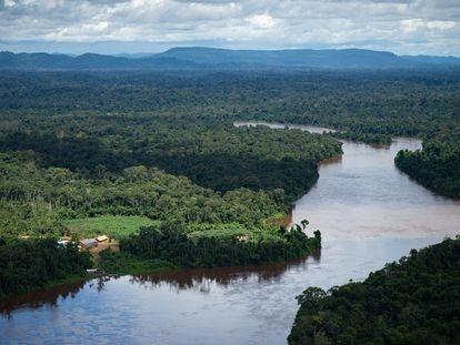 Vista aérea desde un helicóptero de la región amazónica brasileña, en junio de 2020.