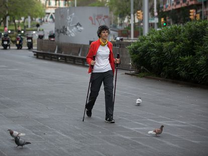 Primeros paseos en una de las etapas del desconfinamiento en Barcelona.