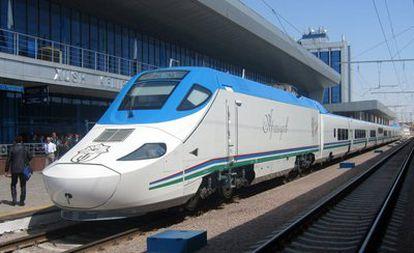 El tren de alta velocidad de la compañía Talgo en la estación de Tashkent (Uzbekistán)