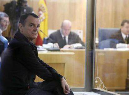 El etarra Iñaki de Juana, durante el juicio celebrado en la Audiencia Nacional el 27 de octubre de 2006<i>.