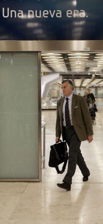 Luis Bárcenas, en el aeropuerto de Barajas en 2009.