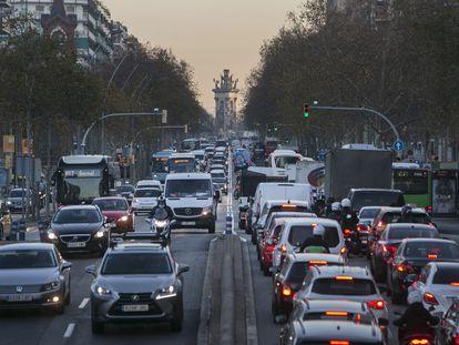 Tráfico en la Gran Vía de Barcelona, en junio, tras la primera oleada del coronavirus.
