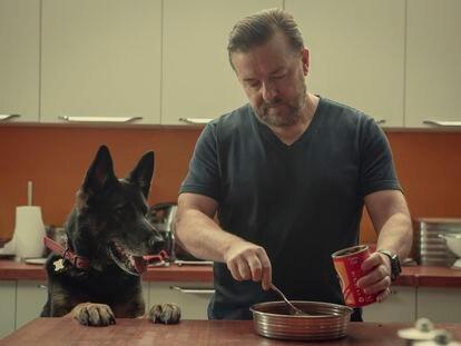 Fotograma de la segunda temporada de 'After Life'.