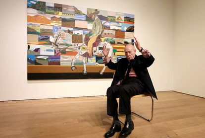 Eduardo Arroyo, en el Museo de Bellas Artes de Bilbao, ante su obra 'El regreso de las cruzadas'.
