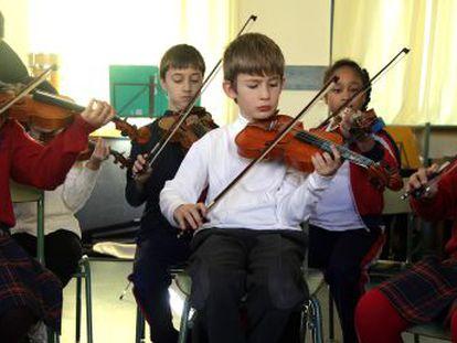 Niños del colegio Fernando el Católico que participan en el proyecto 'Tocar y Luchar'.