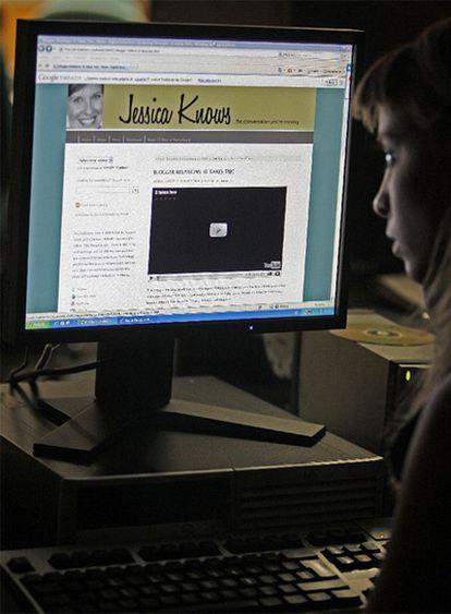 <b>Una internauta visita el</b><i> blog </i>jessicaknows.com.