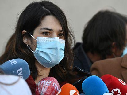 La portavoz de Unidas Podemos en la Asamblea de Madrid, Isa Serra, en una comparecencia ante l aprensa en marzo pasado.