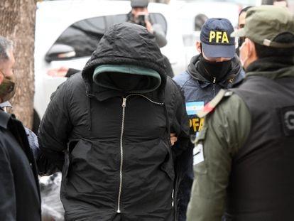 La policía argentina detiene a uno de los implicados en a presunta red de espionaje ilegal que funcionaba en la Agencia Federal de Inteligencia, el 2 de julio de 2020.