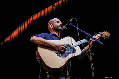 Josele Santiago durante un concierto en el auditorio de Conde Duque.