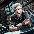 A way to stop a world not far from the detailed proposal of Karl Ove Knausgard