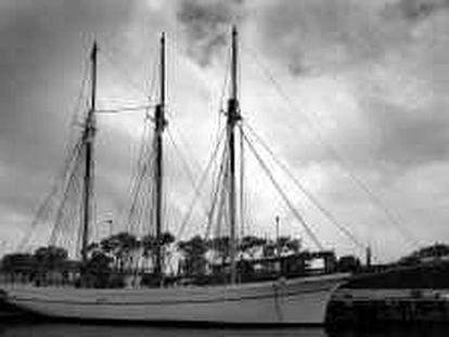 B 34644 - (22/05/2000) - Color - Trabajos de restauración del pailebote de 1918 recuperado por el Museu Marítim de Barcelona, atracado en el Moll d' Espanya del puerto - Foto : Marcel.lí Sáenz -