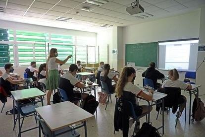 Alumnos de la ESO en un colegio concertado de Madrid (España), en 2020.