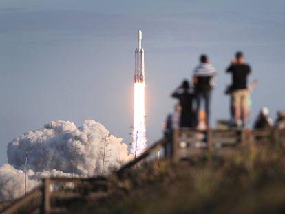 Lanzamiento de un Falcon Heavy de SpaceX en abril.