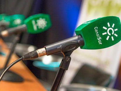 Micrófonos de Canal Sur.
