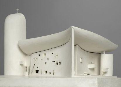 Una maqueta de la conocida Chapelle Notre-Dame-du-Hauf (Ronchamp) de Le Corbusier.