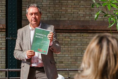 El secretario del PSOE-A, Juan Espadas, durante la presentación del programa marco para el congreso regional de noviembre, en Sevilla.