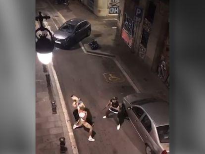 Un boxeador amateur golpea a dos 'mossos' y trata de robarles el coche