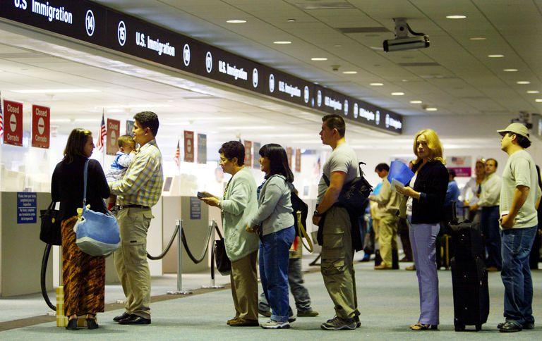 Un control de inmigración en el aeropuerto de Miami.