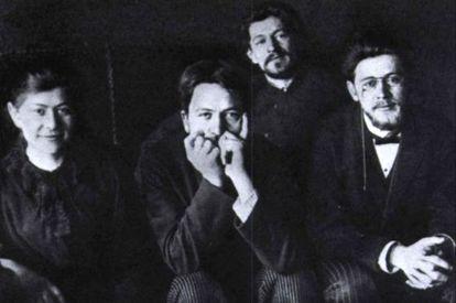 Antón Chéjov (a la derecha), con tres de sus cinco hermanos.