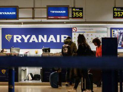 Las compañías de bajo coste baten récord de pasajeros y destronan a las aerolíneas tradicionales de su liderazgo