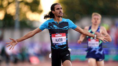 El atleta español Mohamed Katir celebra el segundo puesto en la final masculina de 3.000m en la Diamond League.