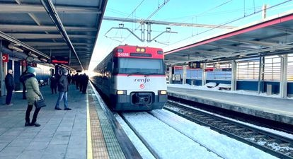 Tren de Cercanías en la estación de Alcorcón (Madrid).