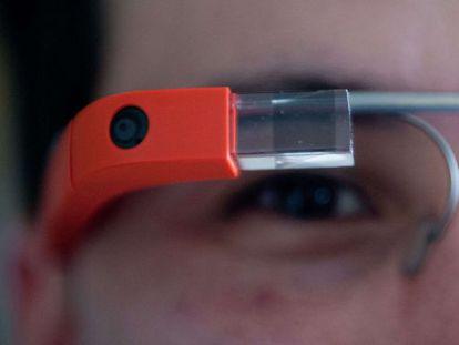 Un usuario con las gafas de Google.